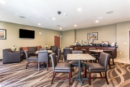 Breakfast Area | Cobblestone Hotel & Suites - Hutchinson