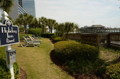BBQ/Picnic Area | Units at Holiday Inn Pavilion by Elliott Beach Rentals