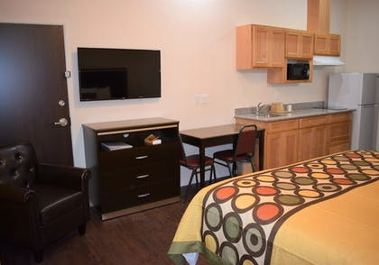 In-Room Kitchen | Texas Bungalows Hotel and Suites Austin