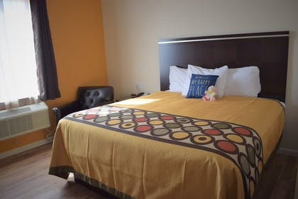 Guestroom | Texas Bungalows Hotel and Suites Austin