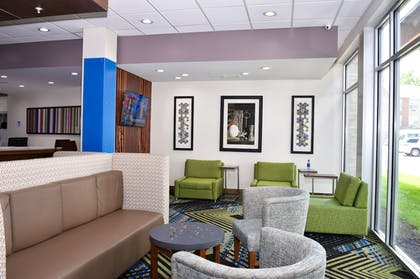 Lobby Sitting Area   Holiday Inn Express & Suites Bensenville - O'Hare