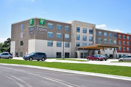 Featured Image   Holiday Inn Express & Suites Bensenville - O'Hare