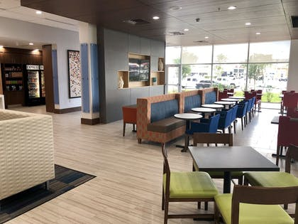 Lobby | Holiday Inn Express and Suites Houston Westchase - Westheimer