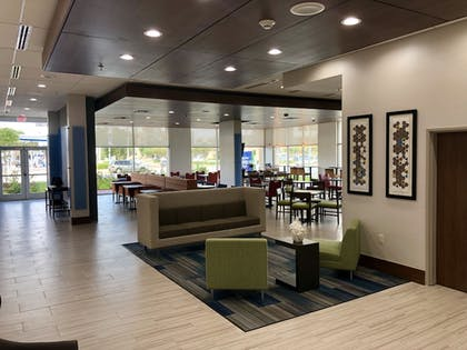 Lobby Sitting Area | Holiday Inn Express and Suites Houston Westchase - Westheimer