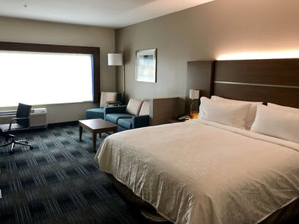 Guestroom   Holiday Inn Express and Suites Houston Westchase - Westheimer