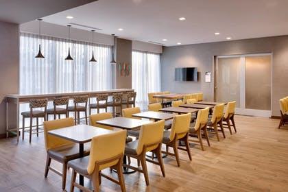 Restaurant | TownePlace Suites by Marriott Los Angeles LAX/Hawthorne