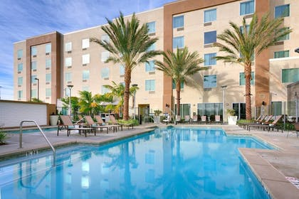 Pool | TownePlace Suites by Marriott Los Angeles LAX/Hawthorne