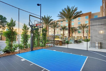 BBQ/Picnic Area | TownePlace Suites by Marriott Los Angeles LAX/Hawthorne