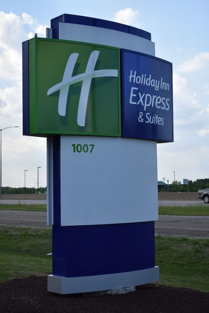 Exterior | Holiday Inn Express and Suites West Memphis