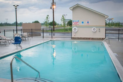 Pool | Holiday Inn Express and Suites West Memphis