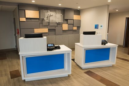 Lobby | Holiday Inn Express & Suites Merrillville