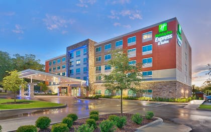 Featured Image   Holiday Inn Express & Suites Gainesville I-75