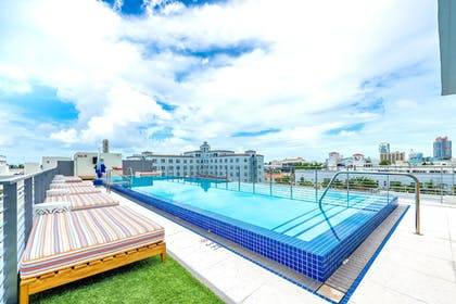 Outdoor Pool | The Fairwind Hotel