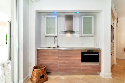 Private Kitchenette | Fisher Island by Sunnyside Resorts