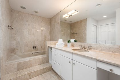 Bathroom | Fisher Island by Sunnyside Resorts