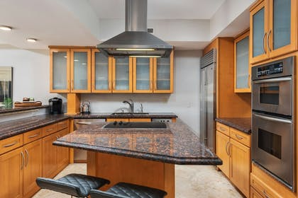 Private Kitchen | Fisher Island by Sunnyside Resorts
