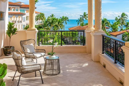 Terrace/Patio | Fisher Island by Sunnyside Resorts