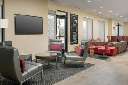 Lobby | TownePlace Suites by Marriott College Park