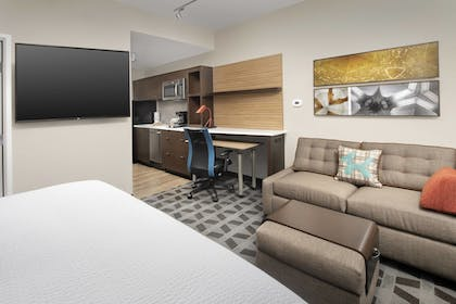 Guestroom | TownePlace Suites by Marriott College Park