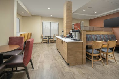 Restaurant | TownePlace Suites by Marriott College Park