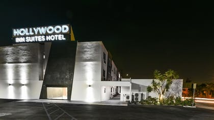 Hotel Front - Evening/Night | Hollywood Inn Suites Hotel