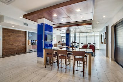 Restaurant | Holiday Inn Express And Suites Denton South