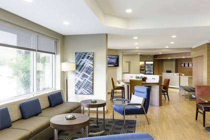 Hotel Bar | TownePlace Suites by Marriott Houston Baytown