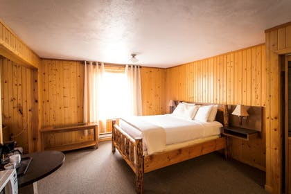 Guestroom | Colter's Lodge