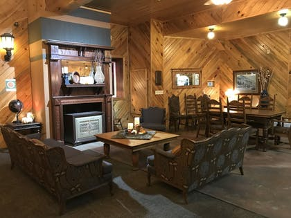 Lobby Lounge | Colter's Lodge