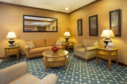 Lobby Sitting Area   Holiday Inn Express Hotel & Suites Culpeper