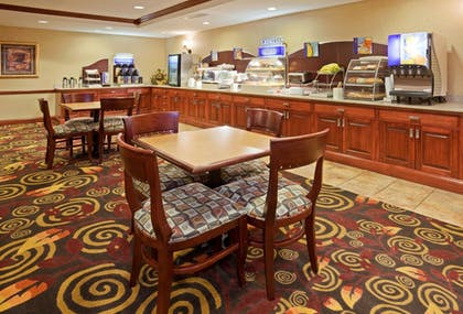 Restaurant | Holiday Inn Express Mitchell