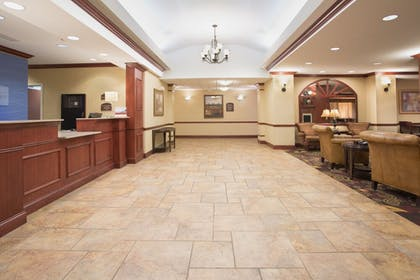 Lobby | Holiday Inn Express Mitchell