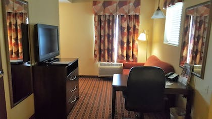 Living Area | MainStay Suites Rogers near I-49