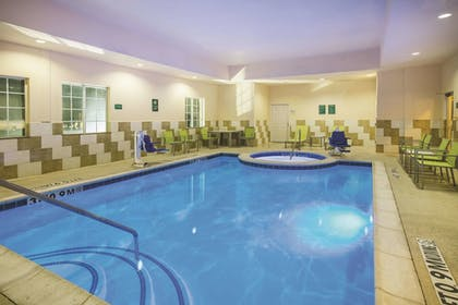 Pool | La Quinta Inn & Suites by Wyndham Dallas South-DeSoto