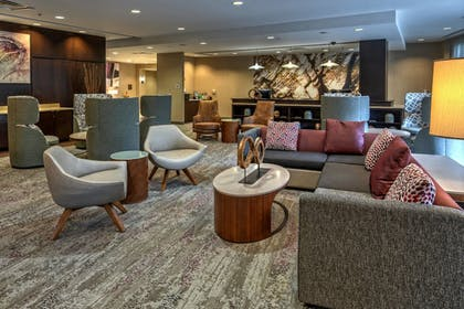 Lobby Sitting Area | Courtyard by Marriott Newport News Airport