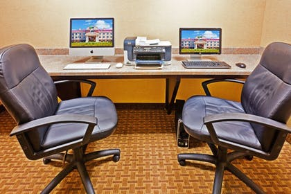 Business Center | Holiday Inn Express Hotel & Suites Magee