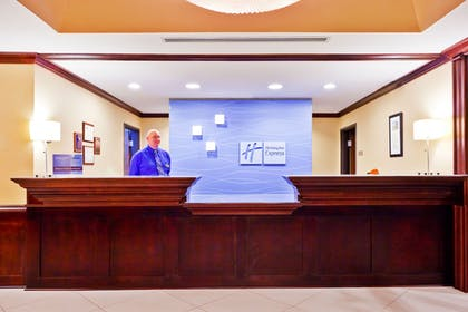 Lobby | Holiday Inn Express Hotel & Suites Magee