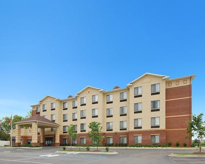 Hotel Front | Comfort Inn & Suites Montgomery Eastchase