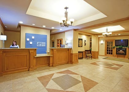 Lobby   Holiday Inn Express & Suites Chesterfield