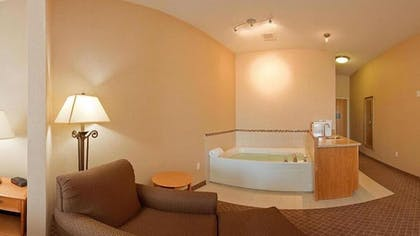 Jetted Tub   Holiday Inn Express & Suites Chesterfield
