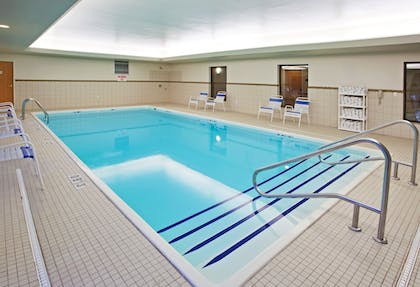 Pool   Holiday Inn Express & Suites Chesterfield