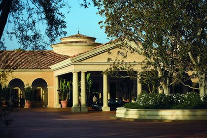 Hotel Entrance | The Resort at Pelican Hill