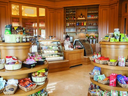 Gift Shop | The Resort at Pelican Hill