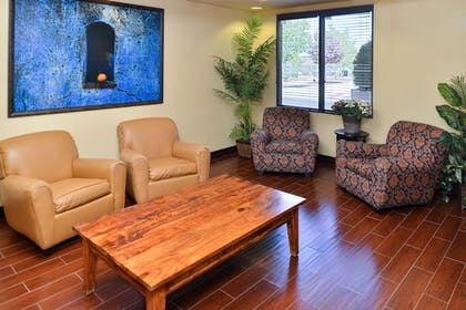 Lobby | Holiday Inn Express & Suites Historic