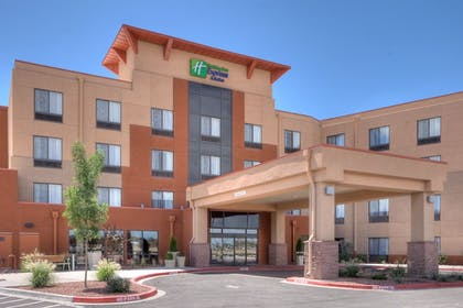 Exterior | Holiday Inn Express & Suites Historic