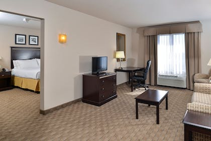 Guestroom | Holiday Inn Express & Suites Historic