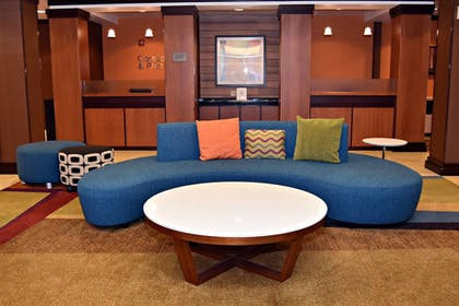 Lobby | Fairfield Inn & Suites by Marriott Carlisle
