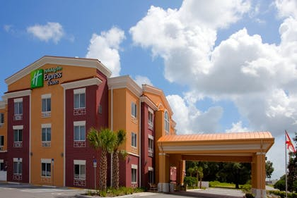 Exterior | Holiday Inn Express Hotel & Suites Brooksville