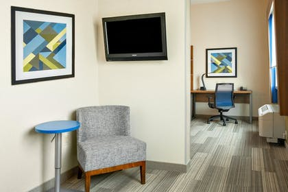 Room | Holiday Inn Express & Suites Ontario