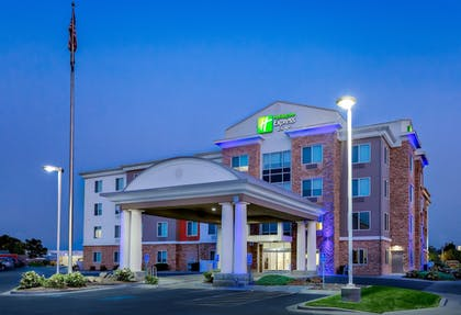 Exterior | Holiday Inn Express & Suites Ontario